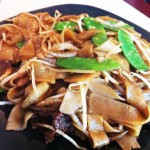 Stir-fry Rice Noodles with Beef and Snow Peas